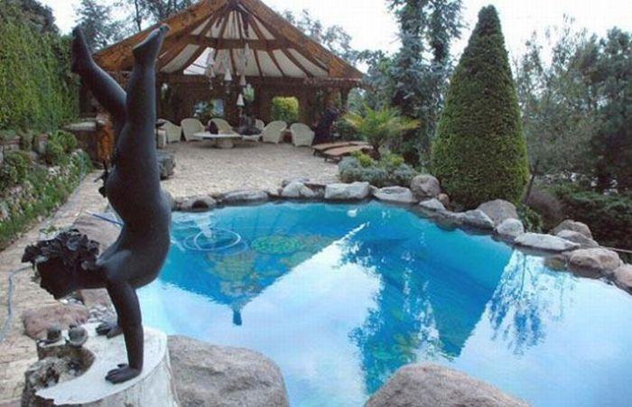 dvorište sa bazenom